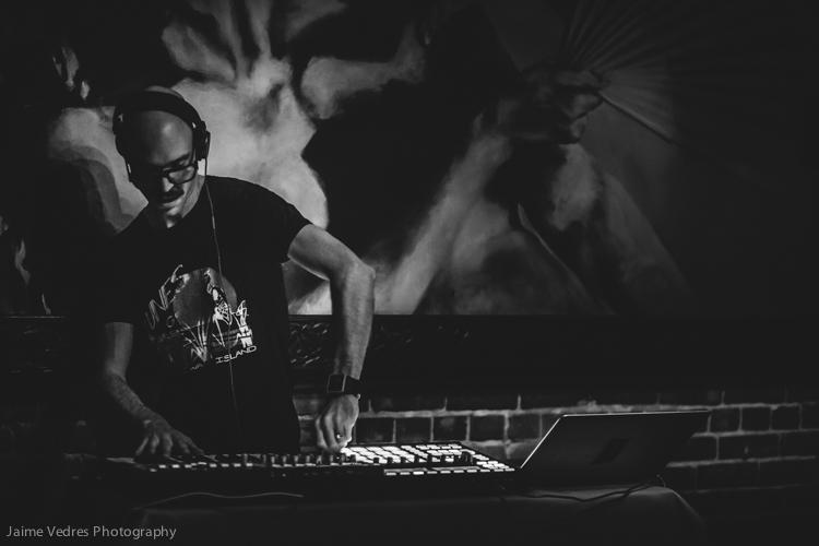 Chandelier - DJ