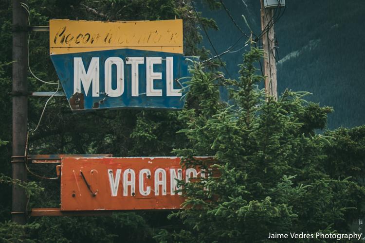 Pigeon Mountain Motel, Deadmans Flats, Alberta